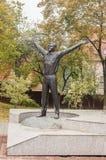 Monument till Yuri Gagarin i den ryska staden av Kaluga Arkivfoto