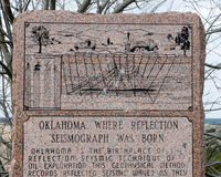 Monument to birth of reflection seismograph. Oklahoma is the birthplace of the reflection seismic technique of oil exploration.  This monument stands in a scenic Stock Photo