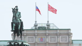 Monument to Nicholas and on the background of the flag of Russia and St. Petersburg flag stock footage