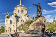 Monument to vice-admiral Stepan Makarov and the Naval cathedral of Saint Nicholas in Kronstadt, Russia Stock Photography