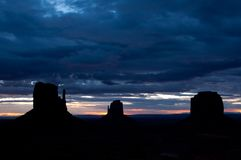 Monument valley cloudy early sunrise Royalty Free Stock Photos