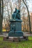 Monument van Baer in Park, Tartu, Estland royalty-vrije stock fotografie