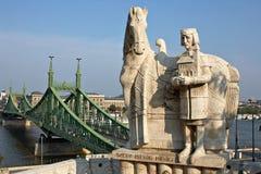 Monument van de eerste Hongaarse koning Ishtvav. royalty-vrije stock foto's