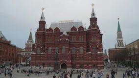 Monument van Hofmaarschalk Jukov en het Historische Museum van de Staat in Moskou stock footage