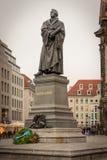 Monument van Martin Luther dichtbij Frauenkriche in Dresden stock fotografie