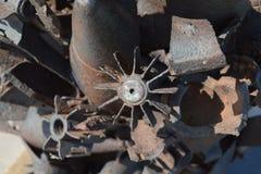 Monument van mijnen, granaten, kogels en shell fragmenten Om nakomelingen van de verschrikkingen van oorlog te herinneren De grot Royalty-vrije Stock Foto's