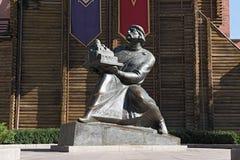 Monument van Prins Yaroslav Wijs bij de ingang aan het Golden Gate van Kiev, de Oekraïne Royalty-vrije Stock Fotografie