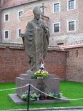 MONUMENT VON JOHN PAUL II IN KRAKAU, WAWEL, POLEN lizenzfreie stockbilder