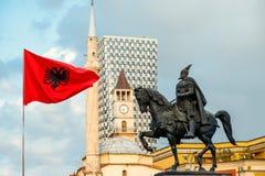 Monument von Skanderbeg in Tirana lizenzfreies stockfoto