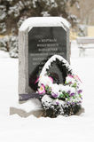 Monument zu den Opfern eines Luftangriffs durch deutsche Flugzeuge - Zivilisten Krasnoarmeiskii-Winter im Jahre 1942 Lizenzfreies Stockbild