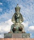 Monument zu den Opfern von sowjetischen Unterdrückungen auf dem Voskresenskaya-Damm gegenüber Gefängnis 'Kresty ' lizenzfreies stockfoto