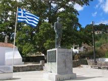 Monument zu Eleftherios Venizelos und zur griechischen Flagge stockfotografie