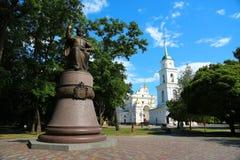 Monument zu Ivan Mazepa und heilige Annahme-Kathedrale in Poltava stockfotografie