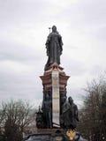 Monument zu Katharina die Große II mit russischem Wappen in Krasnodar Stockfotografie