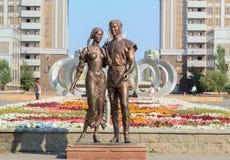 Monument zu lieben Astana, Kazakhstan lizenzfreie stockfotos