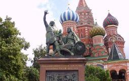 Monument zu Minin und zu Pozharsky in Moskau auf Rotem Platz stockfotos
