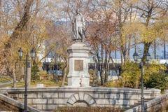 Monument zu revolutionärem Sergey Lazo in Wladiwostok in den Herbsttönen stockfotos