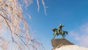 Monument zu Salavat Yulaev in Ufa am schönen timelapse sonniger Tag des Winters stock video