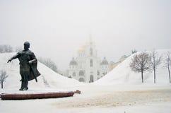 Monument zu Yuri Dolgorukiy in Dmitrov Cremlin Stockbilder