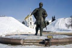 Monument zu Yuri Dolgoruky- und Annahmekathedrale Der Kreml in Dmitrov, alte Stadt in Moskau-Region Lizenzfreies Stockfoto