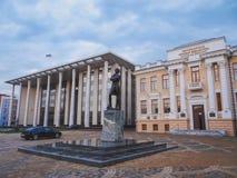Monument zum Dichter Alexander Pushkin, der Palast von Gerechtigkeit, Landesbibliothek Lizenzfreie Stockfotografie
