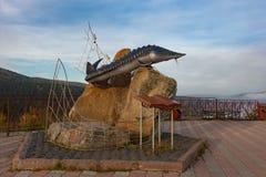 Monument zum Königsfisch auf der Aussichtsplattform in Krasnojarsk lizenzfreies stockfoto