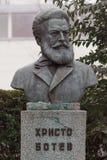 Monument zum Nationalhelden Hristo Botev aufgestellt in der bulgarischen Stadt Burgas im Seegarten stockbilder