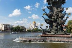 Monument zum russischen Zar Peter der Große auf einem Überbrückungskanal O stockfotos