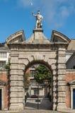 Monumental ingångsport till den centrala slottfyrkanten, Dublin Irelan Fotografering för Bildbyråer