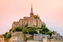 Monumental medeltida abbotskloster av Mont-Helgon-Michel i Normandie, Frankrike Royaltyfria Foton