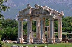 Monumental nyckel eller Tetrapylon Afrodisias/Aphrodisias forntida stad, Turkiet royaltyfria foton