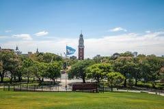 Monumentala Torre eller Torre de los Ingleses och general San Martin Plaza i Retiro - Buenos Aires, Argentina arkivfoton