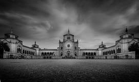 Monumentale begraafplaats van belangrijkst de ingangsstandpunt van Milaan royalty-vrije stock afbeelding