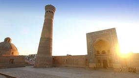 Monumentale poorten van de Poi Kalon Moskee en Minaret in Boukhara, Oezbekistan stock footage