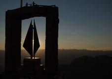 Monumentale zonsondergang in de bergen Stock Foto