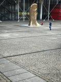 Monumentaler Daumen sechs Meter hohe Skulptur weihte Cesar, P ein Lizenzfreie Stockfotografie