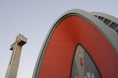 Monumentalt kors och domkyrka för Chillà ¡ n uble region i för Ãen ', Chile, Sydamerika arkivbilder