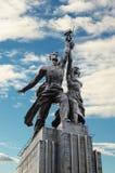 Monumentarbetare och kolchoskvinna Fotografering för Bildbyråer