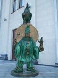 Monumentclown med cirkushanen Royaltyfria Bilder