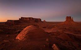 Monumentdal på solnedgången, Utah, USA Arkivbild
