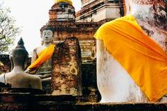 Monumenten van de Oude standbeelden van Boedha in Wat Yai Chai Mongkol in A stock afbeelding