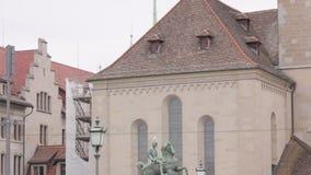 Monumentenmens op Paard stock video