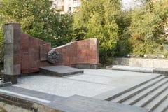 Monumentet är en infanteriuppdelning för massgrav 45 av ett namn av S Arkivbilder