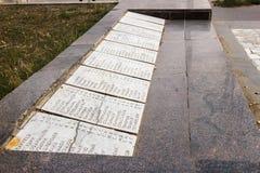 Monumentet är en infanteriuppdelning för massgrav 45 av ett namn av sovjetiska soldater Royaltyfria Bilder