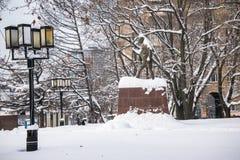 Monumentet av den berömda indiska politiska och andliga ledaren Mahatma Gandhi i Moskva, Ryssland Arkivfoto
