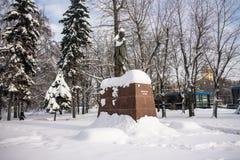 Monumentet av den berömda indiska politiska och andliga ledaren Mahatma Gandhi i Moskva, Ryssland Royaltyfri Fotografi