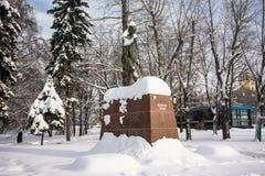 Monumentet av den berömda indiska politiska och andliga ledaren Mahatma Gandhi i Moskva, Ryssland Royaltyfri Foto