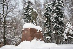 Monumentet av den berömda indiska politiska och andliga ledaren Mahatma Gandhi i Moskva, Ryssland Arkivbilder