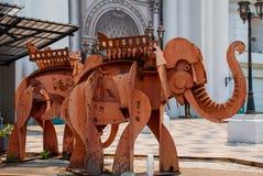 Monumentet av elefanterna thailand Chiangmai arkivbild