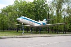 Monumentet av flygplanYak 40 Royaltyfri Foto